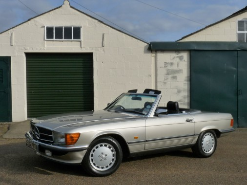 Mercedes300SLC848YKKshowroom